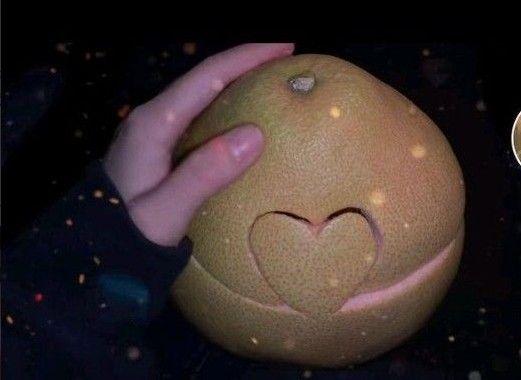 秋天的第一个柚子什么意思 秋天的第一个柚子什么梗